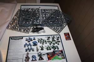 Warhammer 40,000 figures, almost 50, un-assembled!