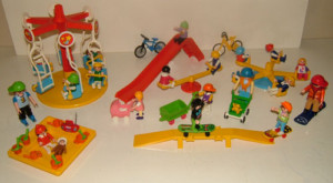 PLAYMOBIL CHILDRENS PLAYGROUND WITH 20 FIGURES