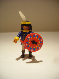 PLAYMOBIL WESTERN - INDIAN FIGURE WITH SHIELD - EX CON