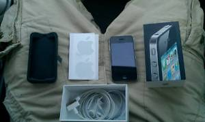 Apple iPhone 4 32GB With Case!!!