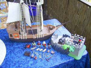 Älteres Playmobil Piratenschiff und Gefängnisinsel